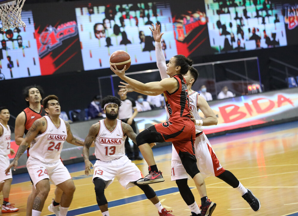 San Miguel's Alex Cabagnot goes for a lefty lay-up against Alaska. (Photo from PBA)