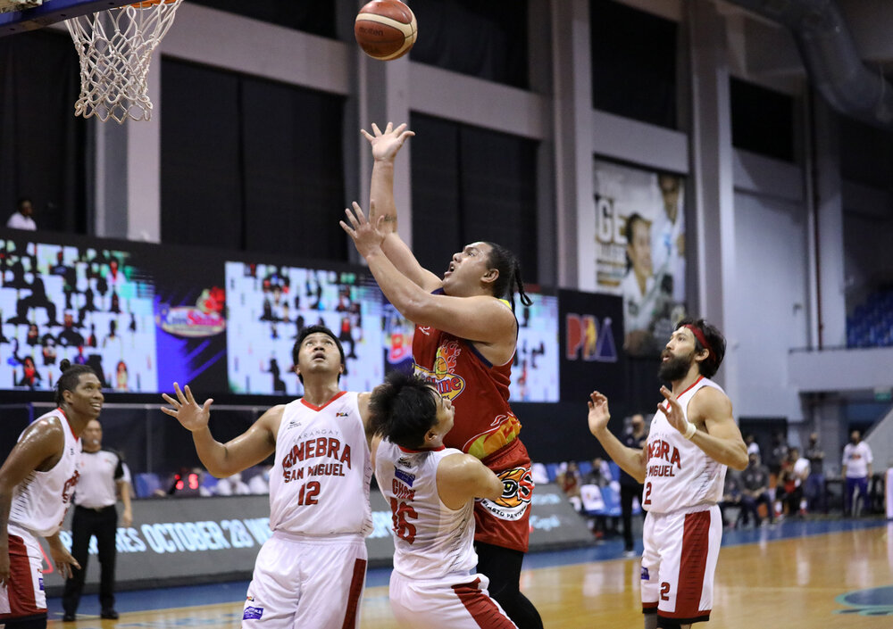 Beau Belga making a post move against Ginebra's Jeff Chan and Prince Caperal. (Photo from PBA)