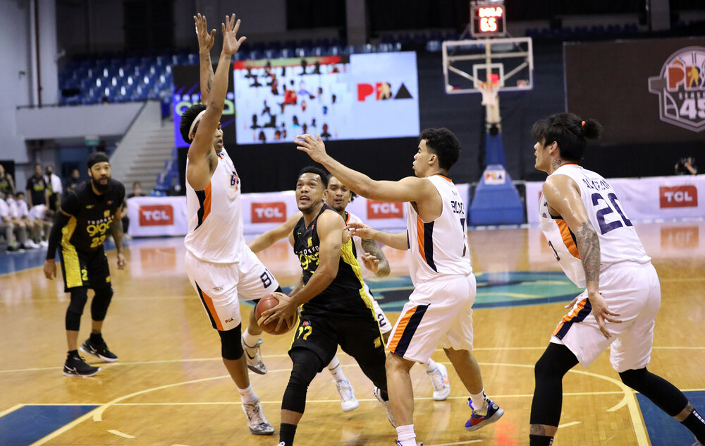 TNT's Jayson Castro rolls to the rim against three Meralco defenders. (Photo from PBA)