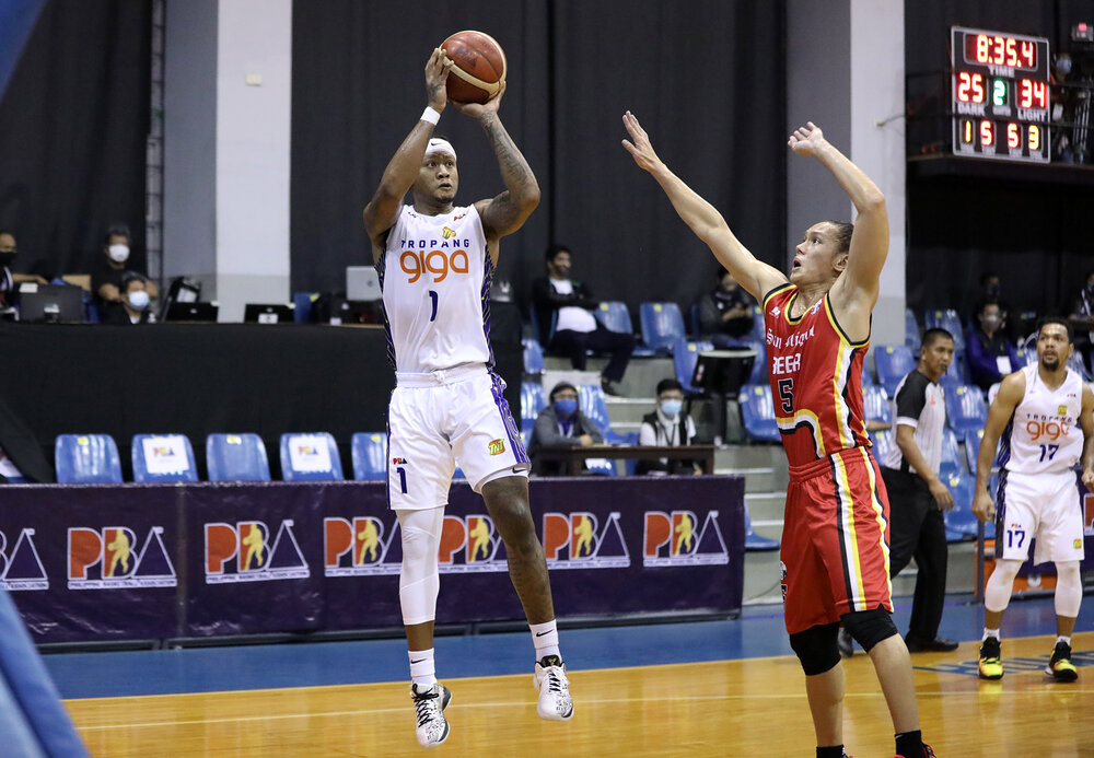 Parks drilled four three-pointers in the win over SMB. (Photo from PBA)
