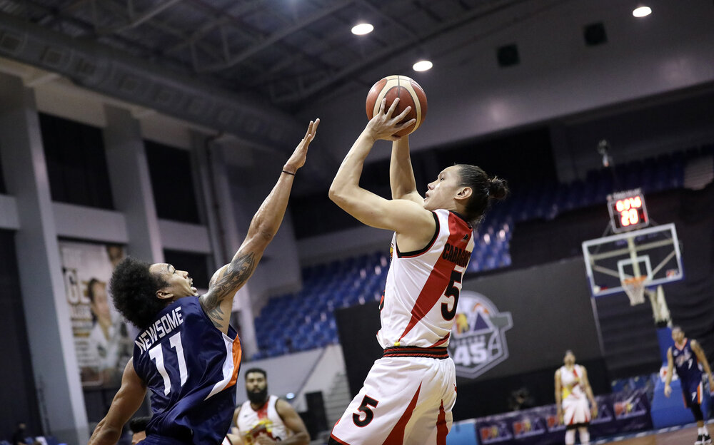 Cabagnot again came up clutch for San Miguel in their win against Meralco. (Photo from PBA)