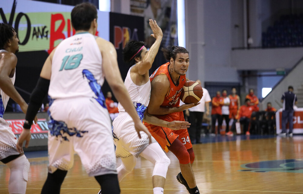 Christian Standhardinger tries to force his way against three Phoenix defenders. (Photo from PBA)