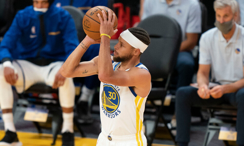Steph Curry rocking his new hairstyle entering the Warriors' upcoming 2020-21 season campaign. (Photo by Kyle Terada/USA TODAY Sports)