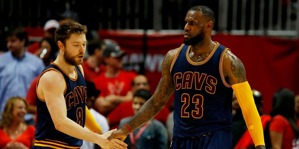 LeBron and Dellavedova won a championship together with the Cavaliers. (Photo by Kevin C. Cox/Getty Images)